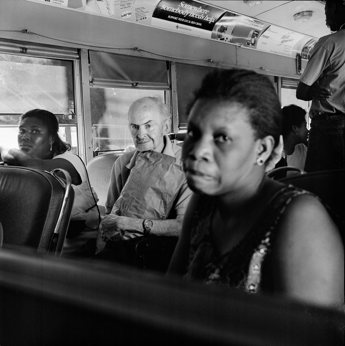 black-white-street-bus-passengers
