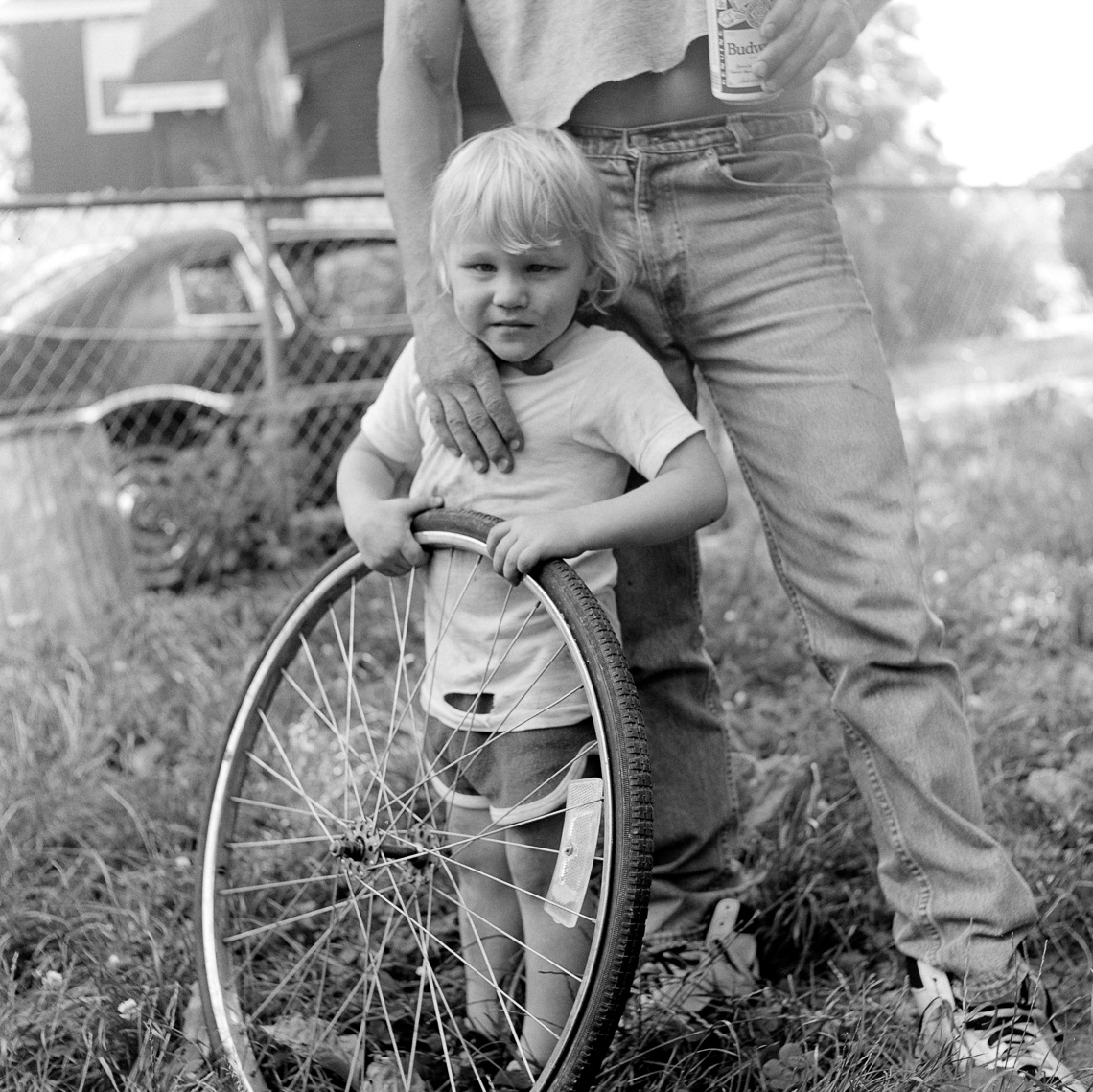 black-white-street-child-wheel