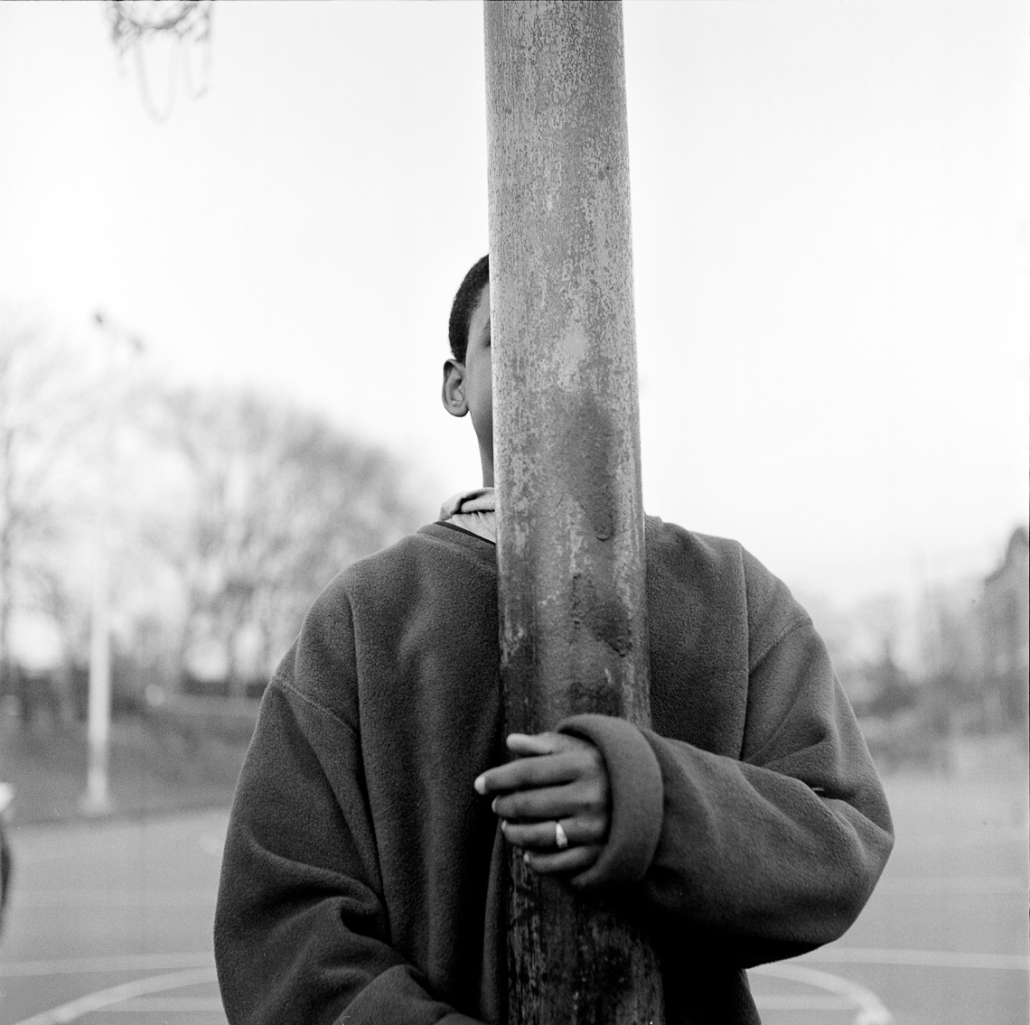 black-white-street-kid-pole
