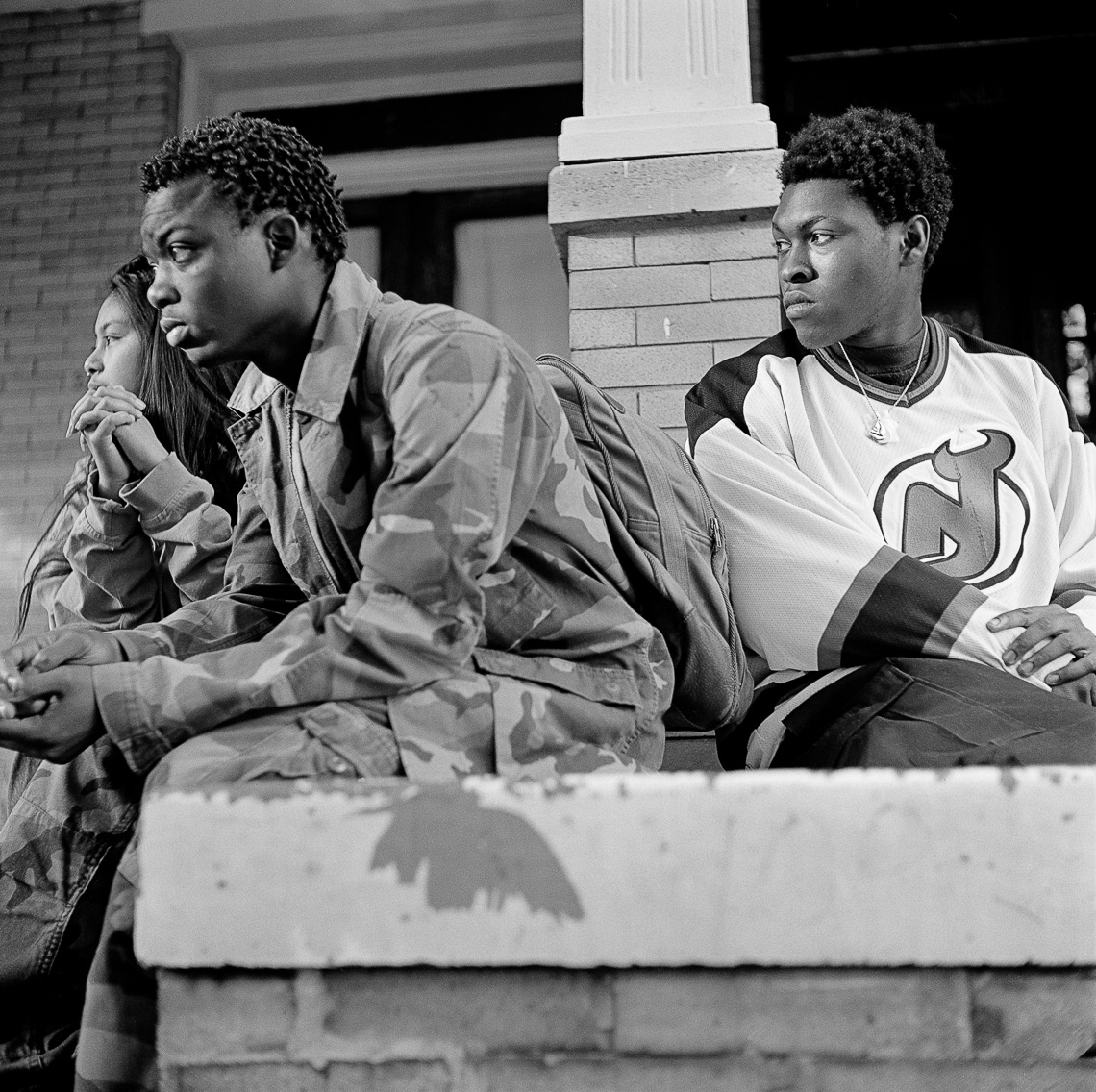 black-white-street-kids-stoop