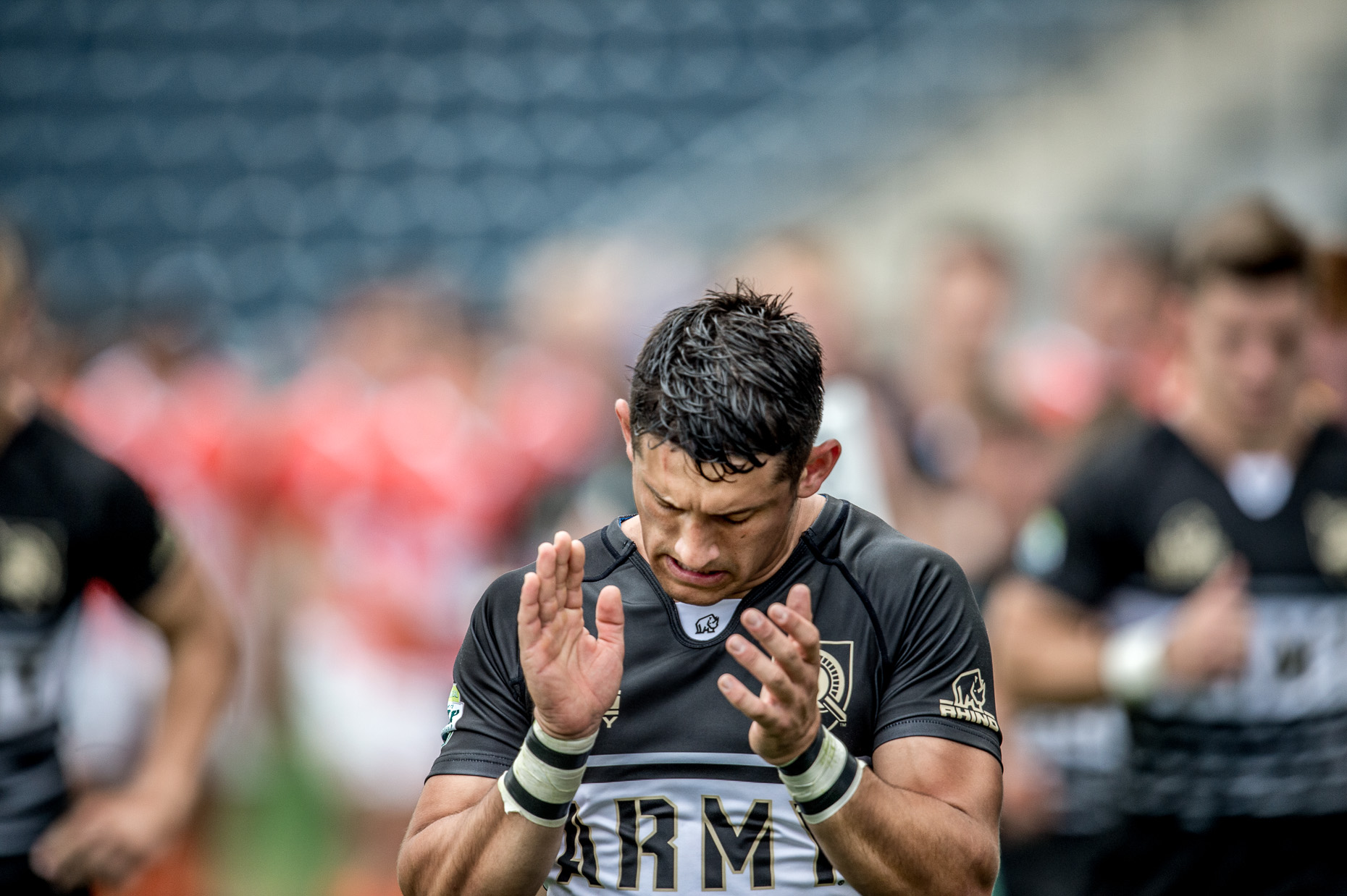 Lifestyle Photographer - Rugby player applauds - Sports