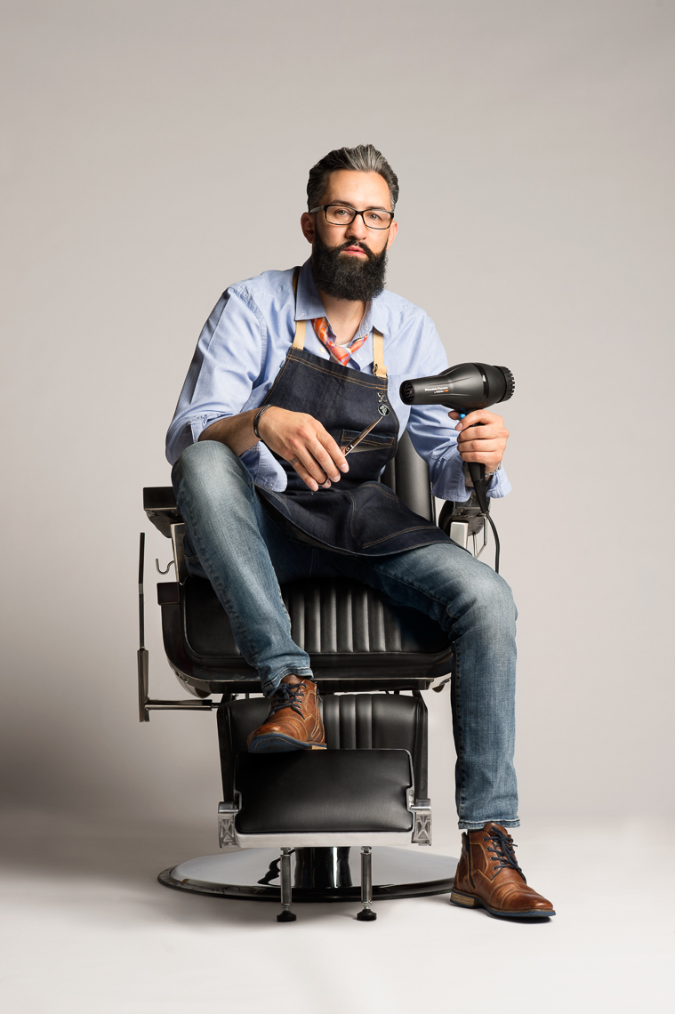 commercial-portraits-man-barber-hair