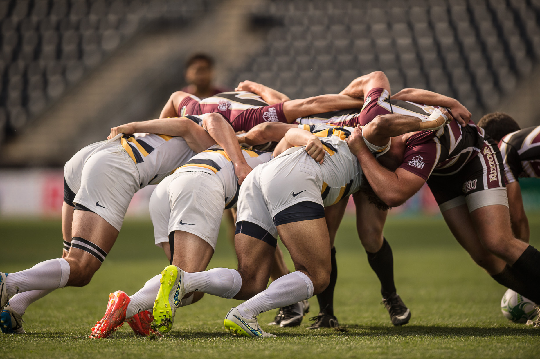 commercial-rugby-sports-men-scrum