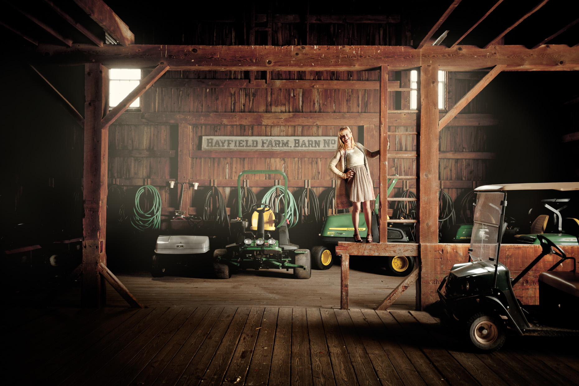 editorial-environmental-portraits-woman-barn-farm