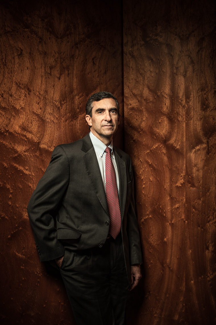 editorial-portraits-man-corporate-wall