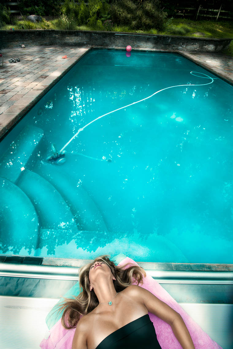 portraits-environmental-housewife-woman-pool