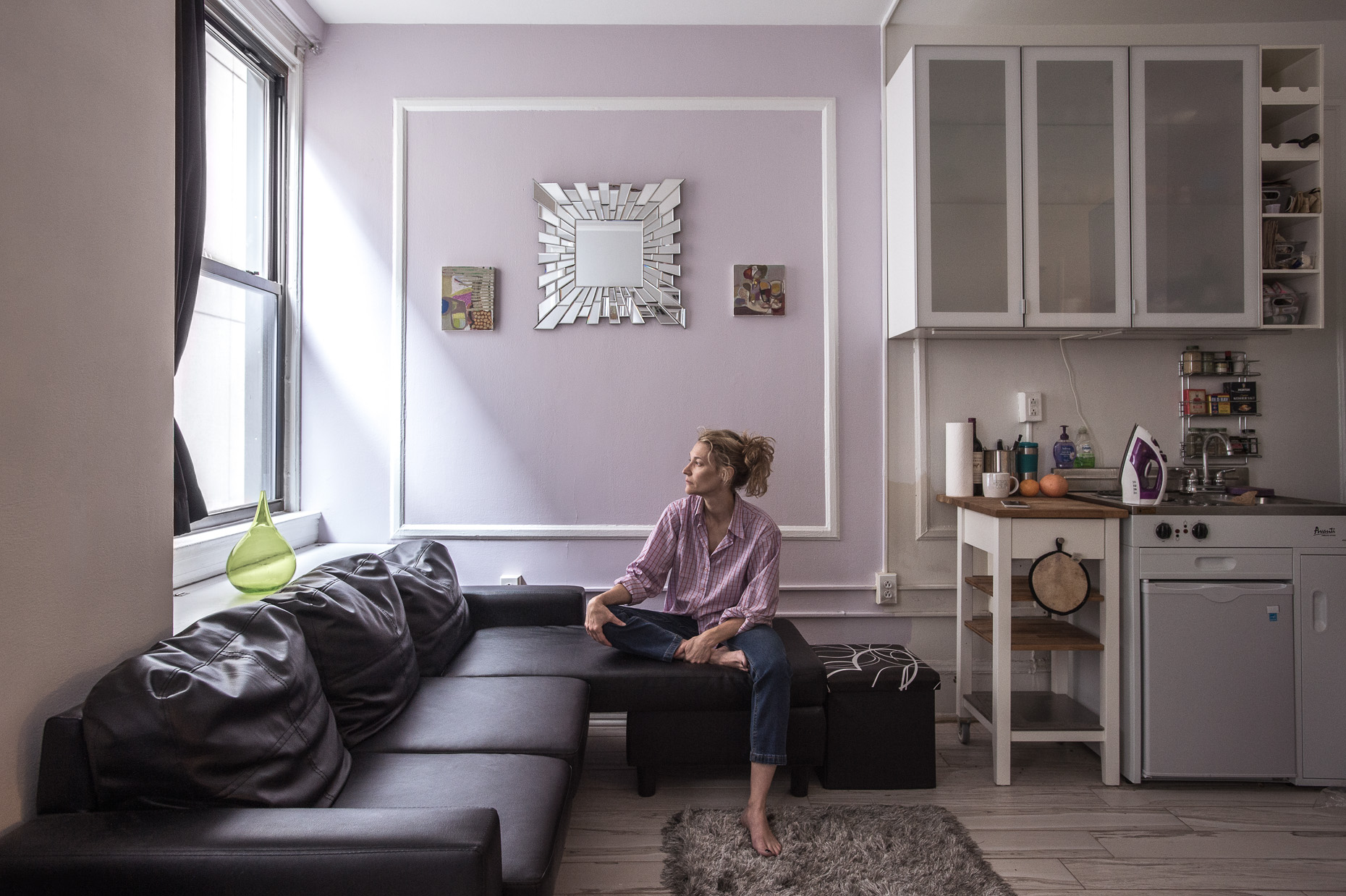 portraits-environmental-woman-apartment-purple