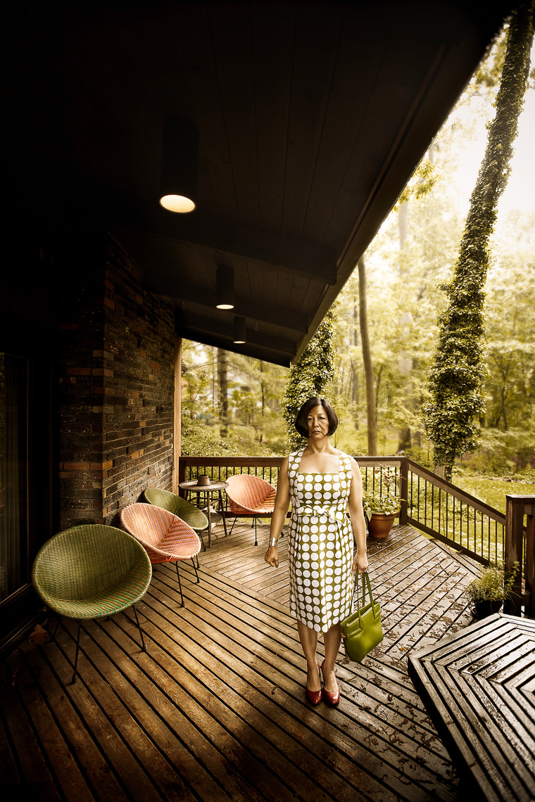 portrait-project-housewife-woman-porch-bag